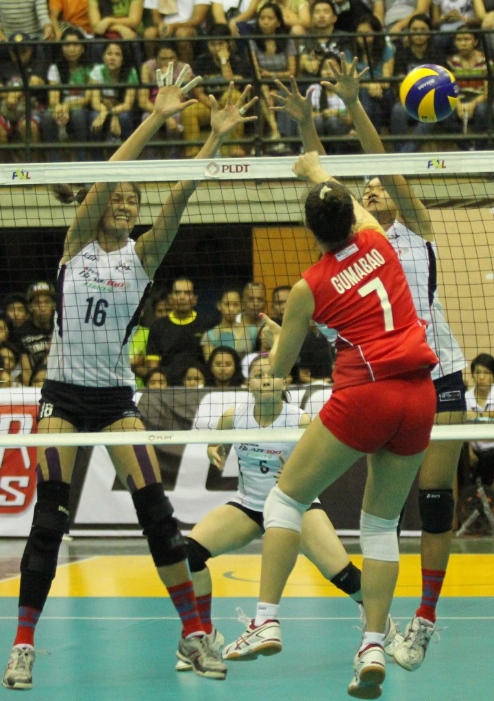 Michelle Gumabao of Air Asia drew a lot of cheers from the crowd being one of the very popular players of the PSL.