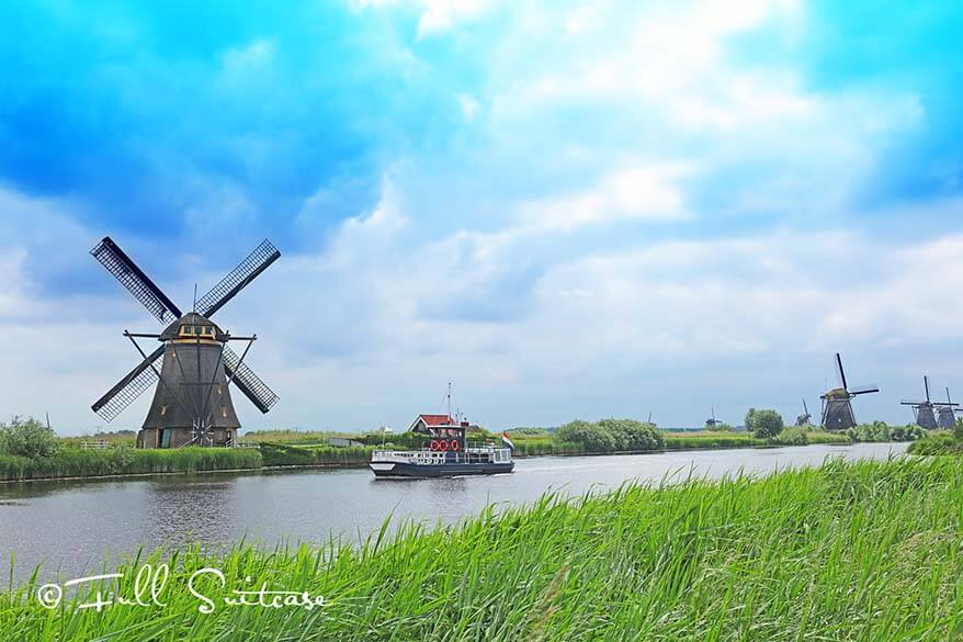 You can explore Kinderdijk on foot, by bike or by boat