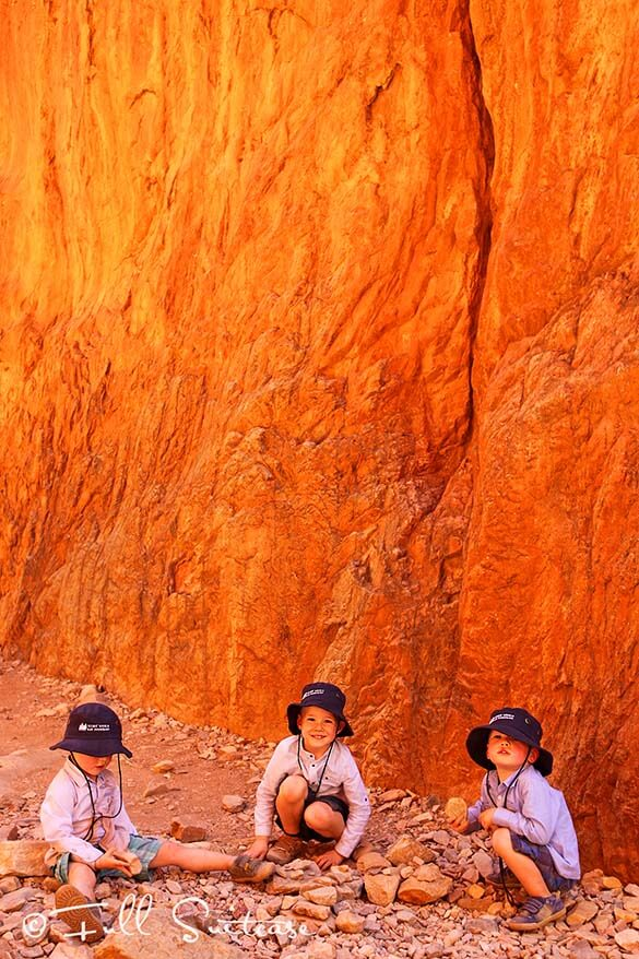 Standley Chasm - Autralia family trip with kids