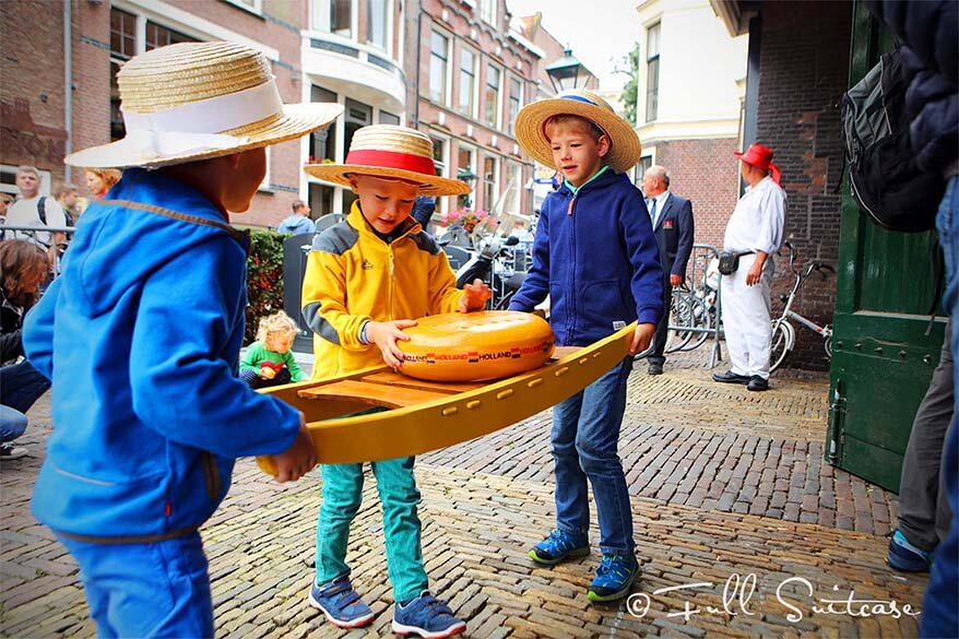 Alkmaar cheese market with kids