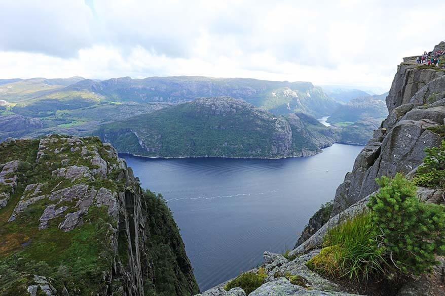 Hiking to Preikestolen with the beautiful views over Lysefjord