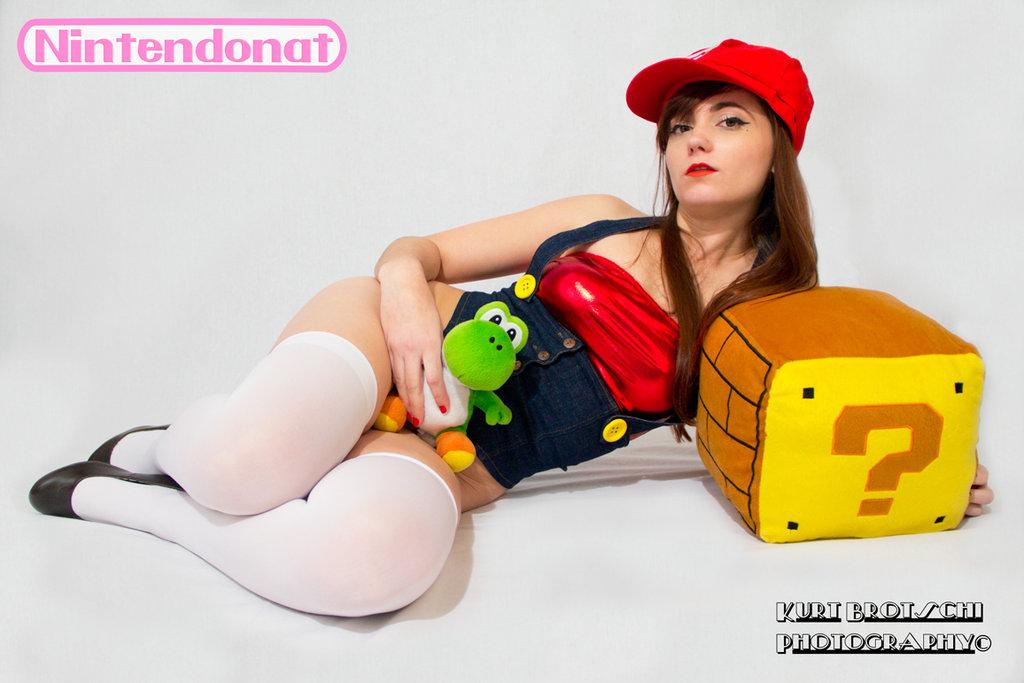 NintendoNat Super Sexy Mario Cosplay