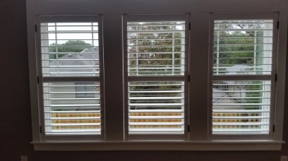 shutters-with-hidden-rear-tilt-bar-and-divider-rail