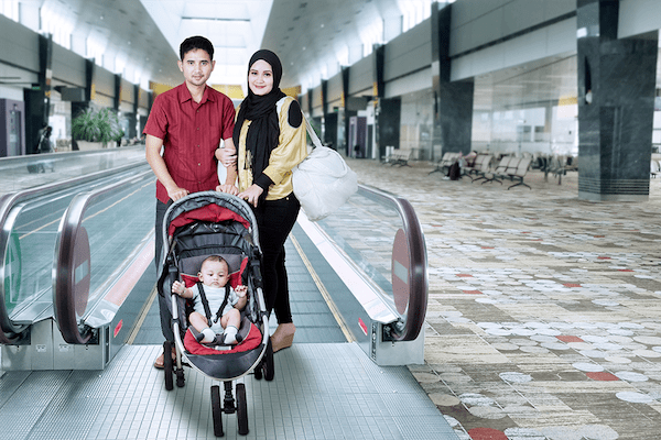 family with strolleratairport