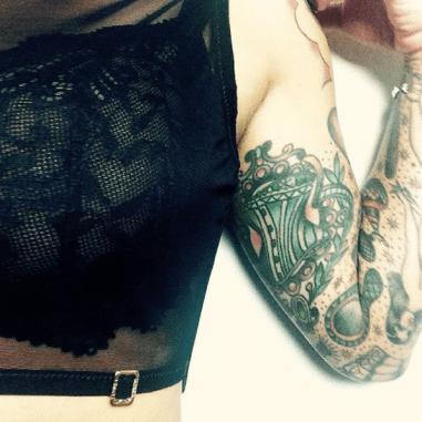 fulltime-lingerie-simone-perele-celeste-la-perla-crop-top-corset-tattoo