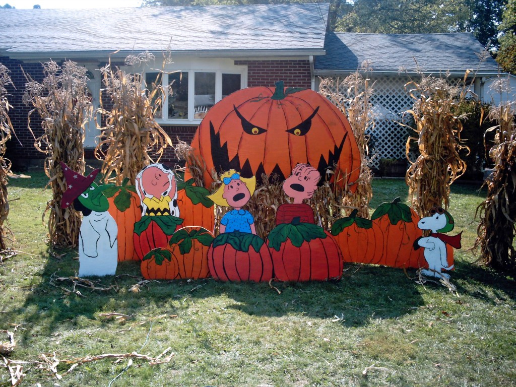 10 Halloween Yard Displays You Can Make Yourself Fully and