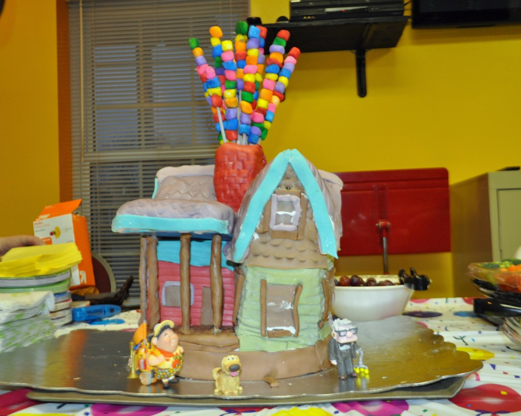 UP-themed birthday cake, the house from UP with colored marshmallow balloons and figures from the movie