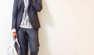 ジャケット型のシャンブレーデニムセットアップを着こなす男性