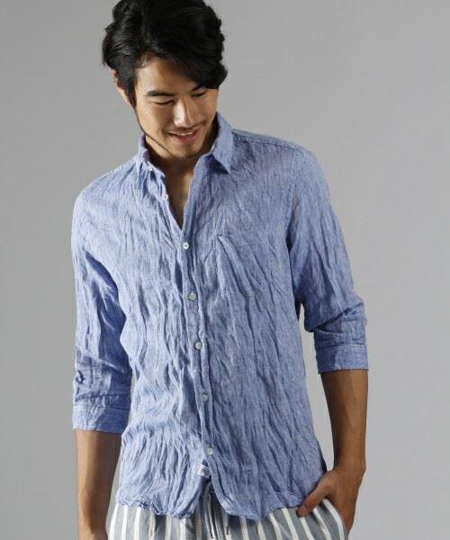 ライトブルーのリネンシャツ画像
