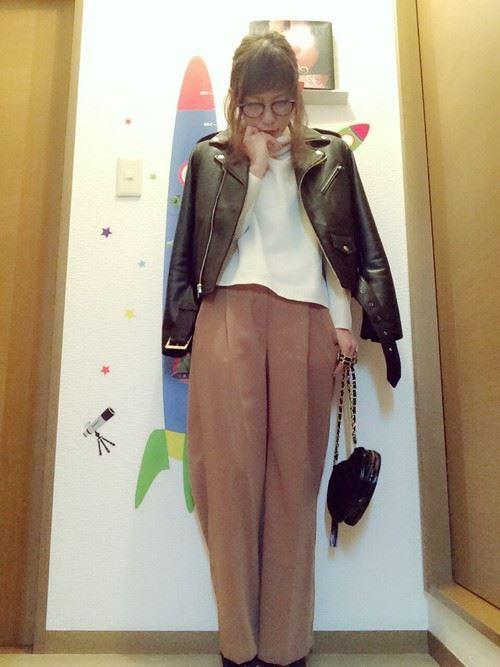 ワイドパンツを着こなした女性のコーディネート5