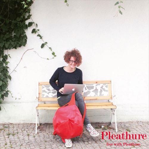 服のようなバックパックを作るモスクワブランド「Pleathure」の画像2