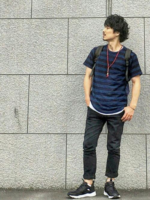 流行のロング丈Tシャツ・タンクトップを着こなした春夏メンズコーディネート画像11