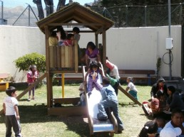 Kids playing at Pan da Vida