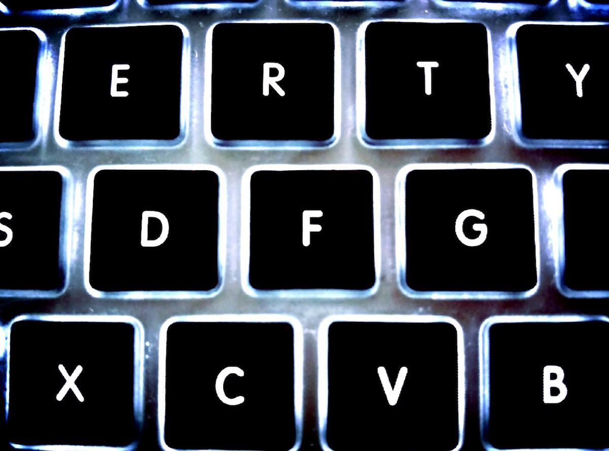 MacBook トラックパッド クリック 操作 コツ ドラッグ ドロップ Karabiner