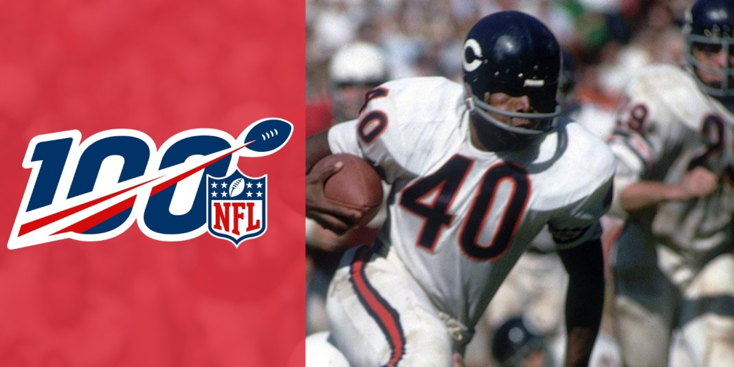 Gale Sayers marca 6 TDs