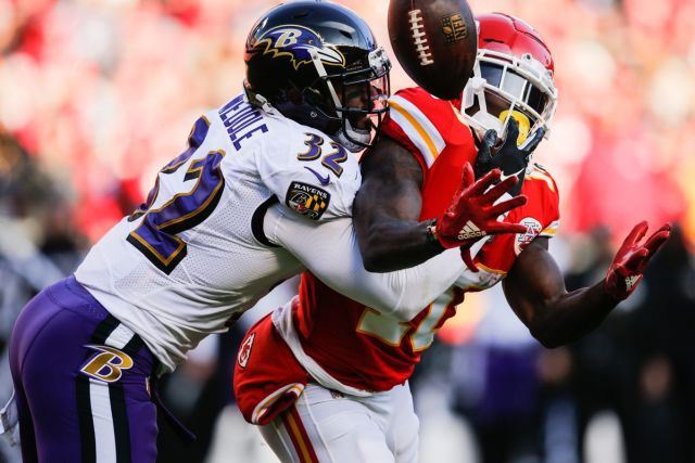 Weddle contra os Chiefs na temporada 2018