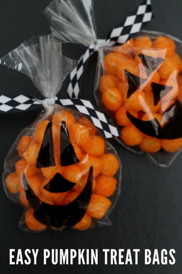 EASY-Pumpkin-Treat-Bags-on-lilluna.com-