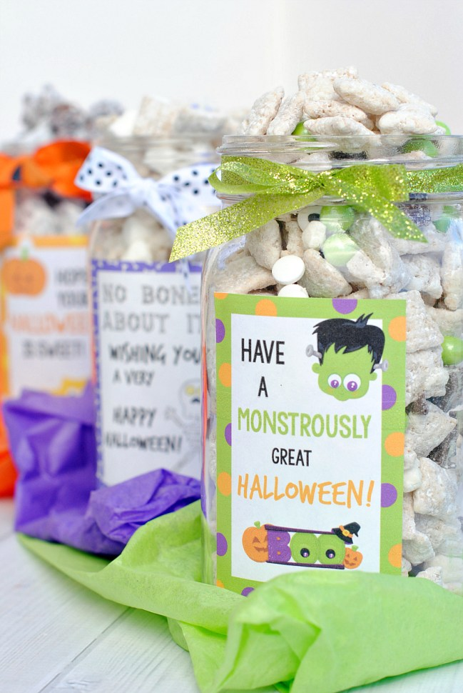 Fun Halloween Gift Idea: Muddy Buddy Gift Jars