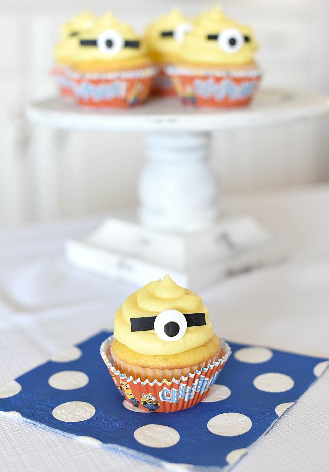 Minion Cupcakes for a Minion Birthday Party
