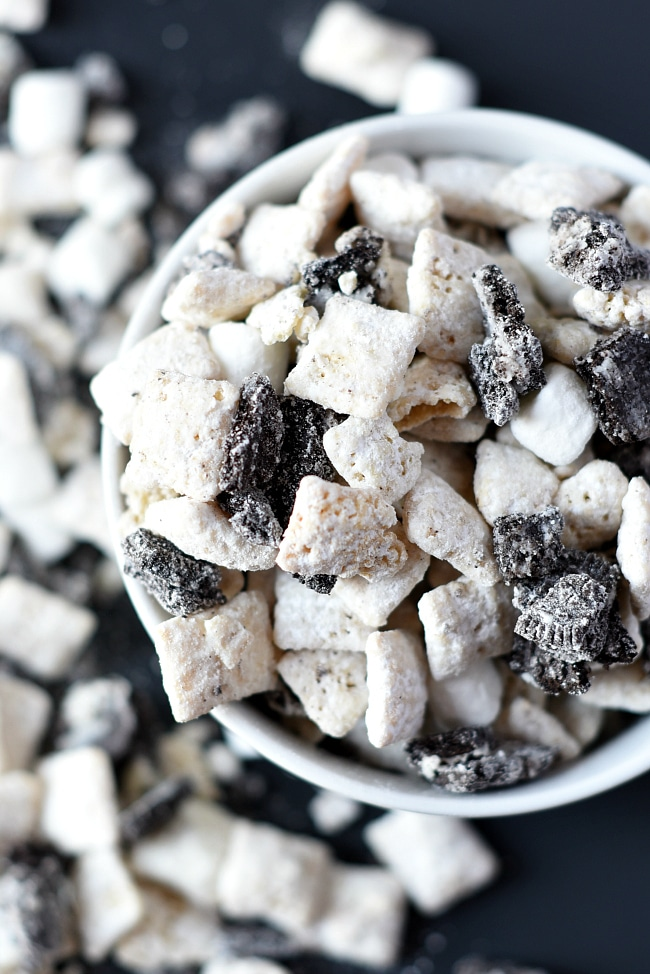 Cookies and Cream Dessert: Muddy Buddies