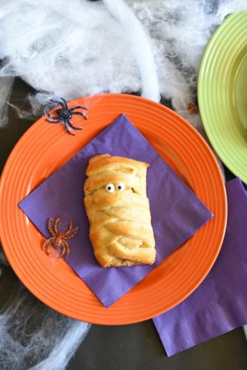 Fun Halloween Breakfast for the Kids-Mummy Breakfast Sandwiches