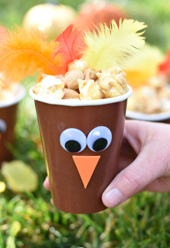 Cute Turkey Cups for Thanksgiving-Make these cute little Thanksgiving turkeys to put on the kids' table at Thanksgiving! Fill it with a fun snack while they wait for the turkey to cook. #thanksgiving #thanskgivingtable #thanksgivingcrafts