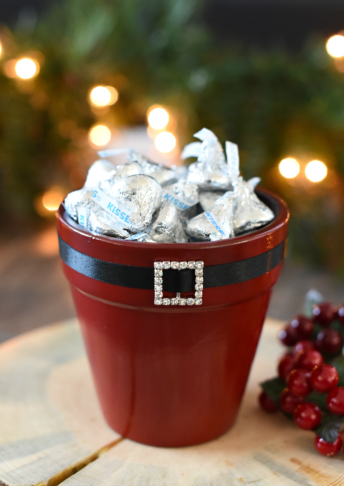 DIY santa pot for Christmas. Fun DIY gift idea for anyone. #DIYSantapots #christmasgifts