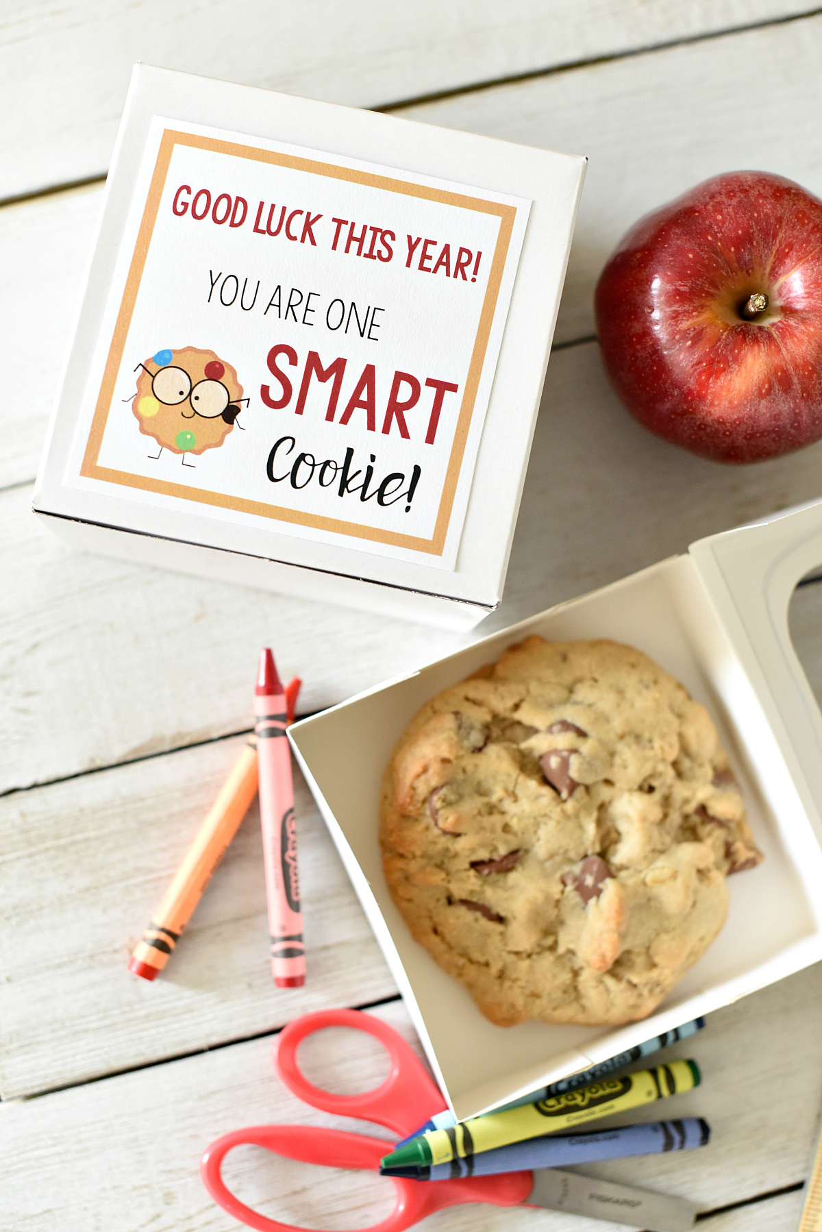 "First Day of School Gifts: This cute ""Smart Cookie"" gift is fun for students on the first day of school. All you have to do is grab a cookie and add a tag and you're all set for back to school fun #backtoschool #kids #kidsgifts #giftideas"