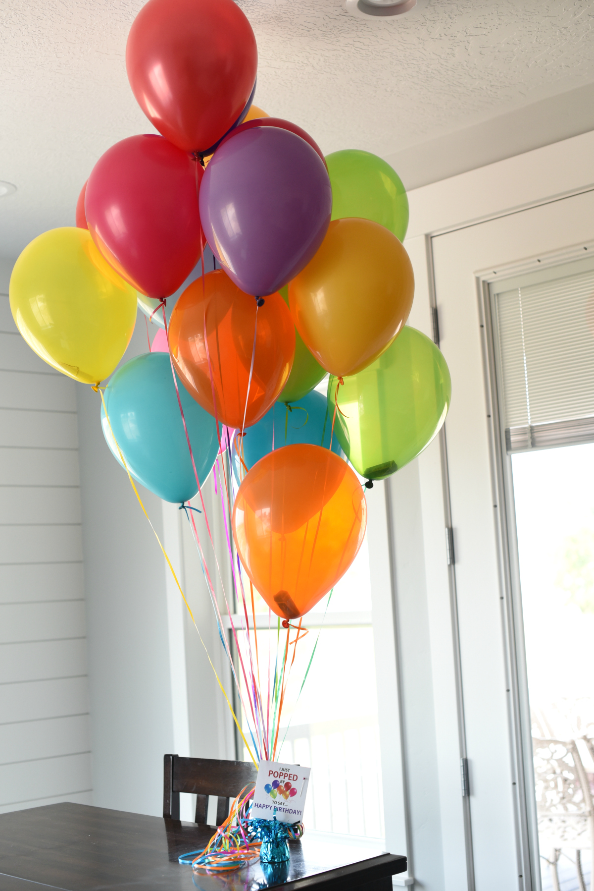 Money Gift Ideas: Fill balloons with money and add this cute tag to make a great birthday gift and a fun and creative way to give money.