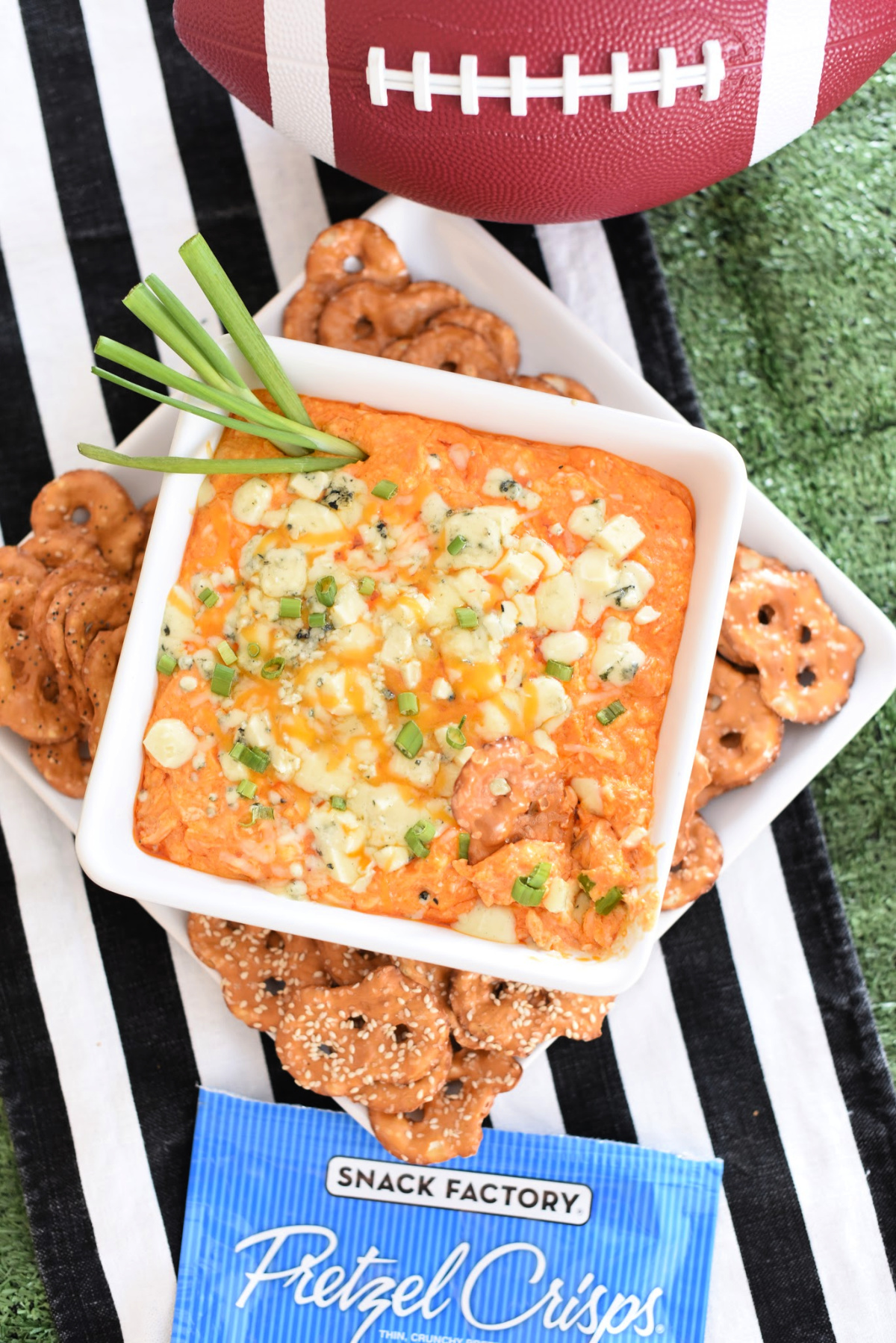 This game day buffalo dip is the perfect addition to any football party! This buffalo dip is quick and simple, and tastes amazing! #gamedayfood #buffalodip #footballpartyfood #fundipideas