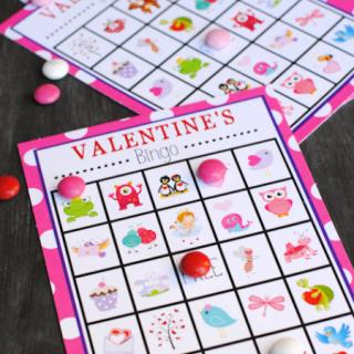 Valentine's Bingo Game to play at Valentine's parties #valentines #valentineparty