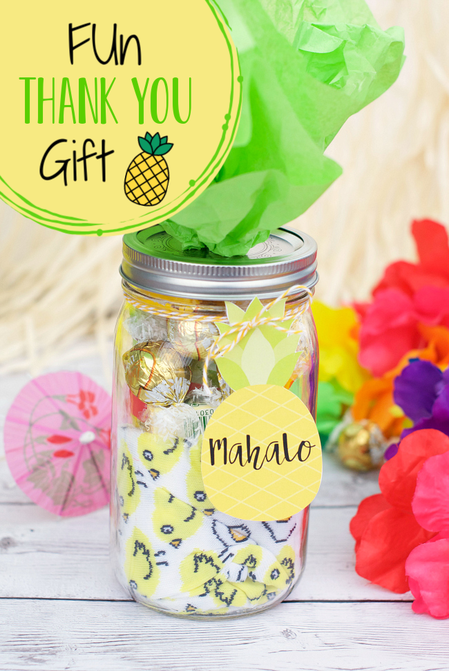 Fun and Simple Thank You Gift! Are you looking for a simple way to say thank you? This pineapple themed gift idea makes the perfect way to show your appreciation. #thankyougift #teacherappreciation #teachergift #thankyou #giftidea