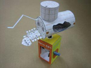 親子で楽しむ人工衛星のペーパークラフト