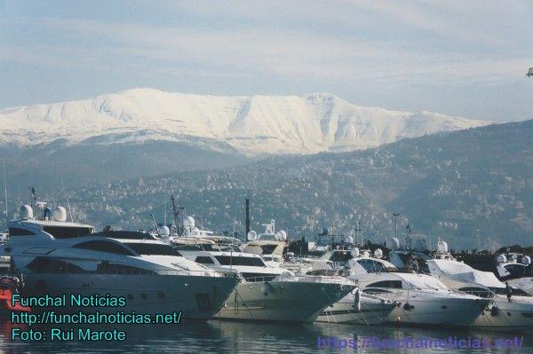 Montanhas nevadas: é possível fazer montanhismo e praia no mesmo dia