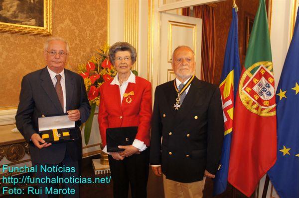 Os condecorados pelo Presidente da República: Almada Cardoso, em representação da Sociedade Protetora dos Pobres, Joana Coelho e Carlos Lélis.