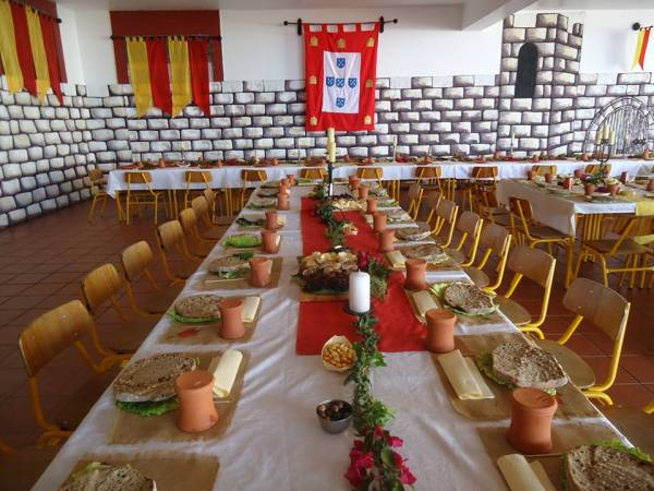 Nenhum detalhe foi deixado ao acaso, pelos organizadores. Os pratos foram substituídos pelo pão.