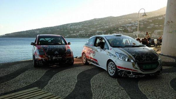 Citroen C2 (à esq.) e Peugeot 208 R2 (à dir.) estão prontos para o RVM'15