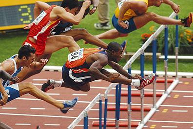ATLETIEK:WERELDKAMPIOENSCHAPPEN 2003:PARIJS;28AUGUSTUS2003-  Stijlvol gaat Gregory Sedoc met voorsprong over de 2de horde bij de 110 meter Copyright: Soenar Chamid