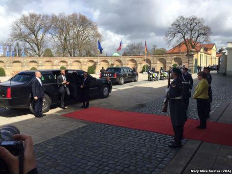 Obama à chegada ao Palácio Herrenhausen