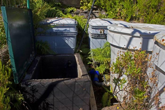 Caixa onde se encontrava a motobomba. (Foto Associação Amigos do Parque Ecológico do Funchal)