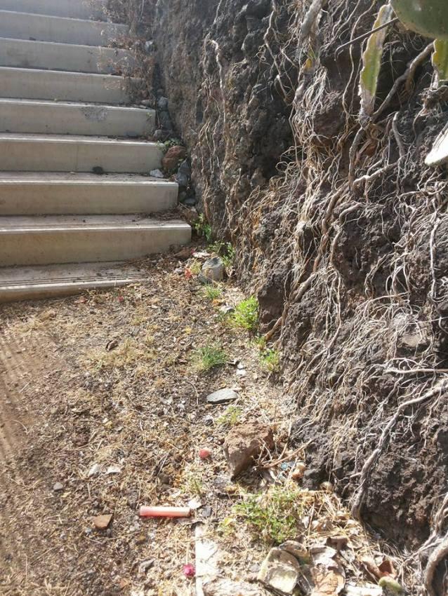 Fortaleza do Pico escadas traseiras lixo