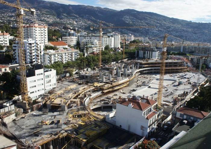 Panorâmica geral da obra com os primeiros pisos do Hotel. (Foto Rui Marote)