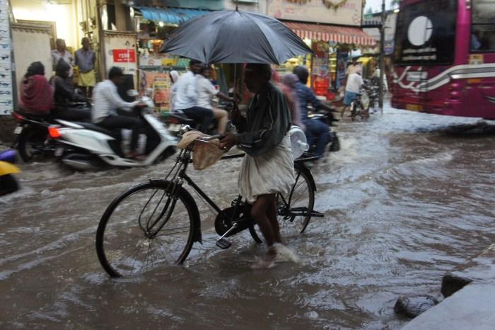 Chuva tropical com trovoada em Kanschipuram