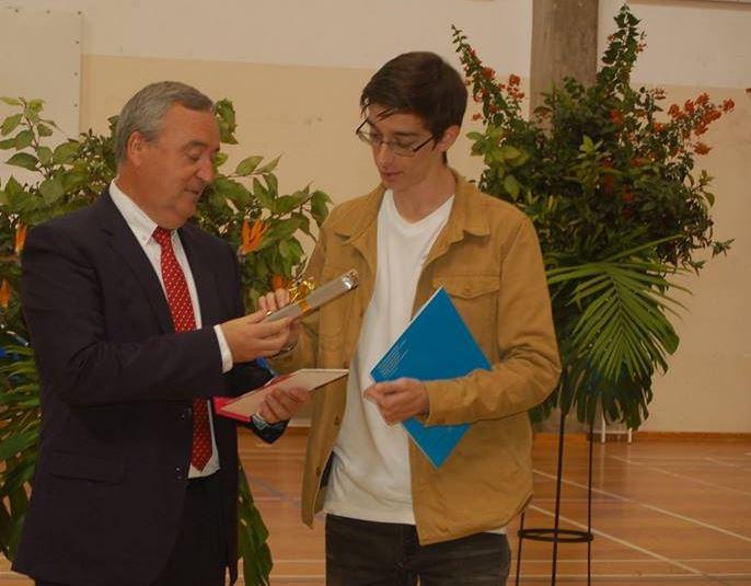 Francisco Franco-aluno com média de 20