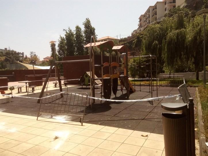 Parque infantil Ponta do Sl B