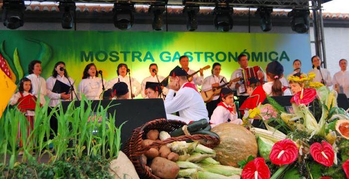 Semana Gastronómica anima Santana com Camané e UHF