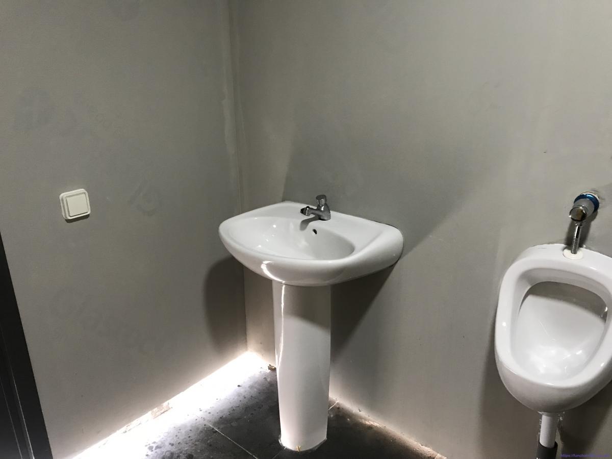 WCs pagos nas Queimadas sem direito a papel higiénico ou sabão