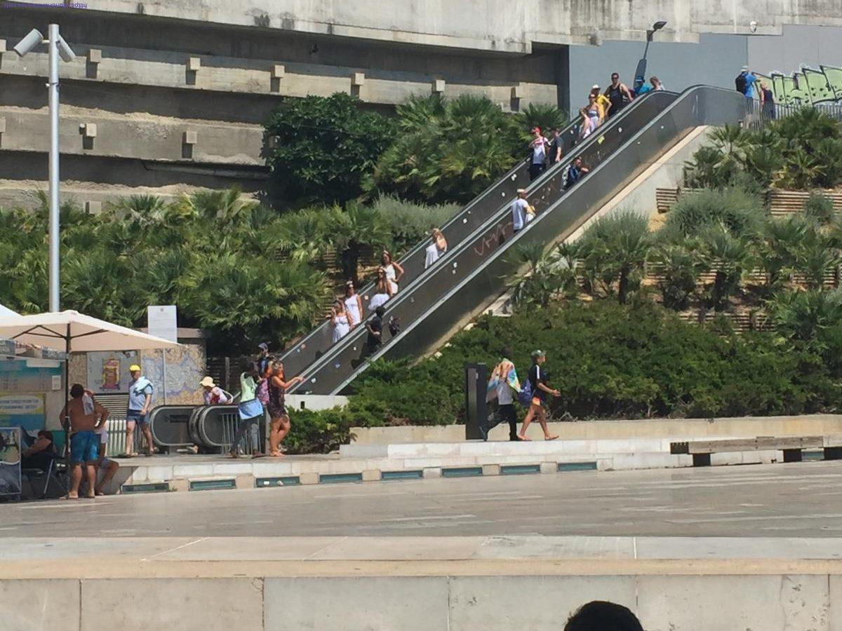 Estepilha! Escadas rolantes para ir à praia!