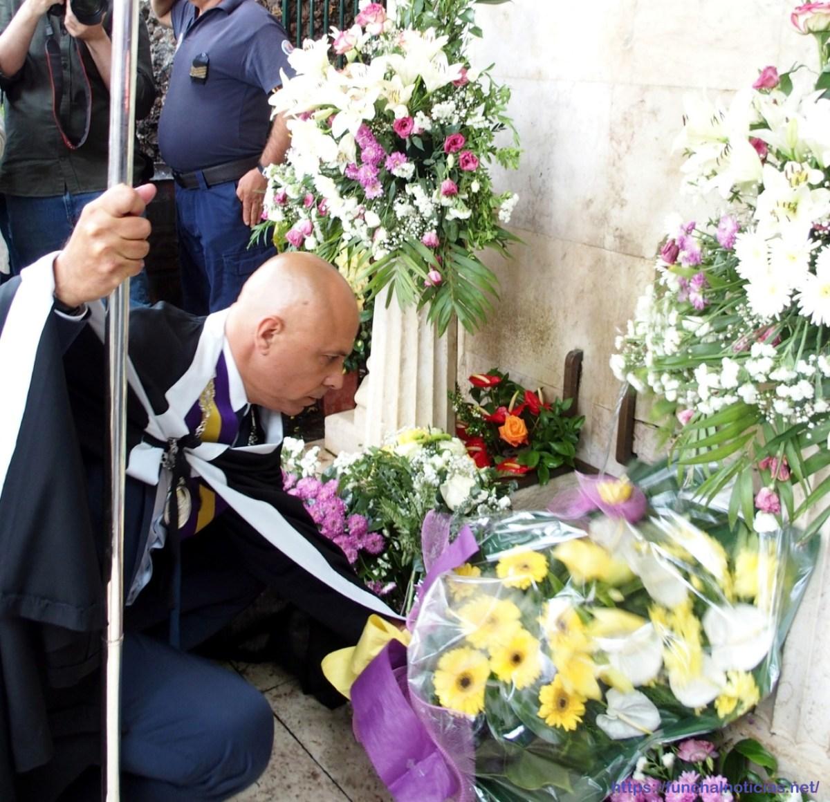 """Políticos põem flores aos mortos no Monte e esperam """"tranquilos"""" a decisão da justiça"""