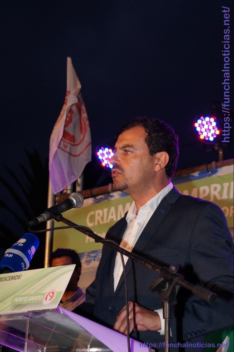 Menezes de Oliveira diz que caminho das Areias para o Governo devia ser exemplo para outras obras no Porto Santo